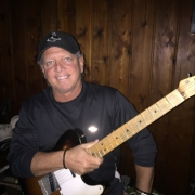 Freddy - Online Classical Guitar Composition Electric Bass Electric Guitar Guitar Singer-Songwriter Voice  teacher