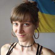 Gwendolyne - Online Piano Singer-Songwriter Viola Violin  teacher